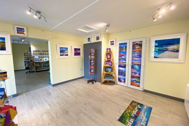 Island Blue Gallery Jolomo Room